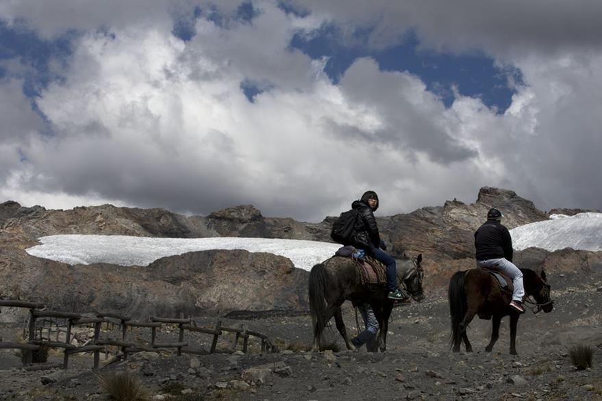Los glaciares tropicales de América del Sur están muriendo de hollín e incremento de temperaturas. (Foto Prensa Libre: AP).