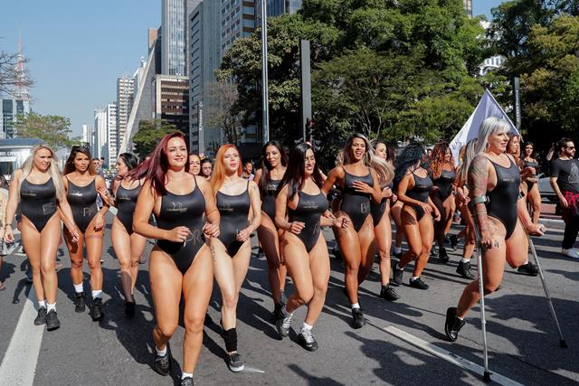 Brasil se enciende con desfile de candidatas al