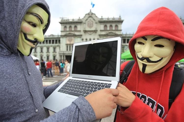Anonymous Guatemala no distingue edad, profesión, religión, género, clase social, pensamiento político o impedimento físico de quien quiera unirse a ellos. (Foto Prensa Libre: Esbin García)
