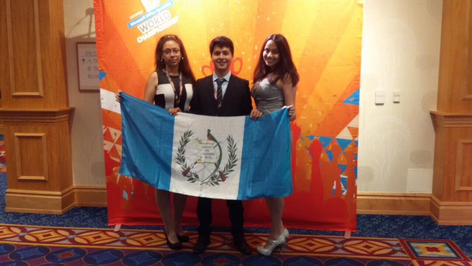 Estudiantes guatemaltecos destacan en competencia mundial de Microsoft Office