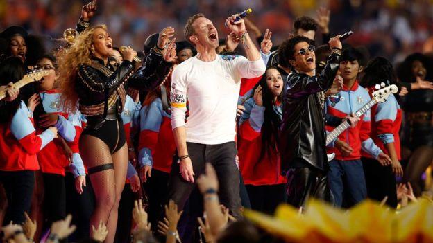 El espectáculo del medio tiempo es parte central de un Super Bowl. (Getty Images)
