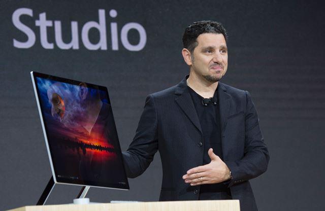 Surface Studio es la primera computadora de escritorio de Microsoft. (Foto Prensa Libre: AFP).