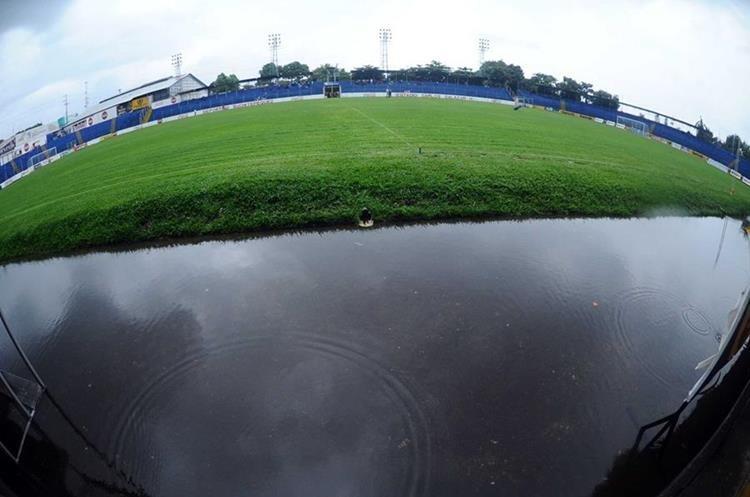 Panorámica del Carlos Salazar debido a la lluvia.