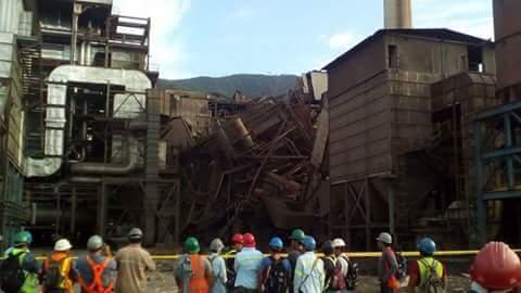 Trabajadores de la mina CGN-Pronico, en el Estor, Izabal, en el lugar de la explosión. (Foto Prensa Libre: Dony Stewart)
