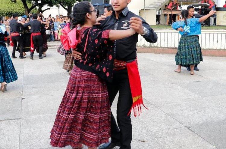 Los estudiantes de la Asociación Amigos de la Marimba de Cobán, Alta Verapaz, disfrutan de las melodías. (Foto Prensa Libre: Eduardo Sam)