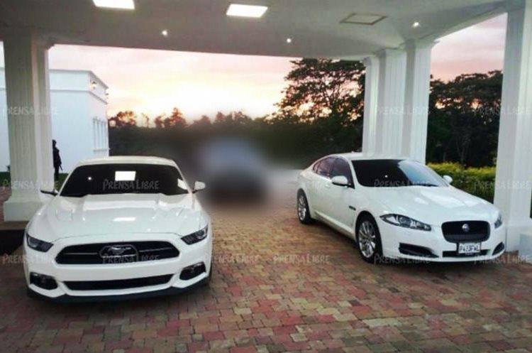 Algunos de los vehículos de lujo encontrados en la residencia del excandidato presidencial de Líder, Manuel Baldizón. (Foto Prensa Libre: Guatevisión)