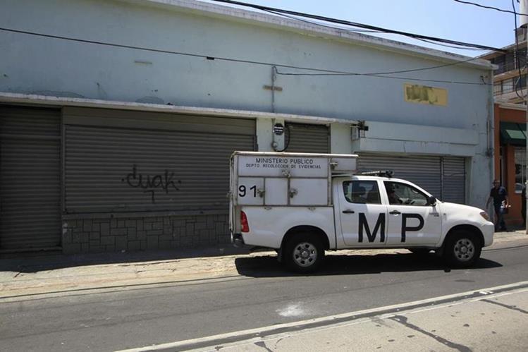 El Ministerio Público reconstruye los hechos para determinar cómo fue el ataque. (Foto Prensa Libre: Edwin Bercián)