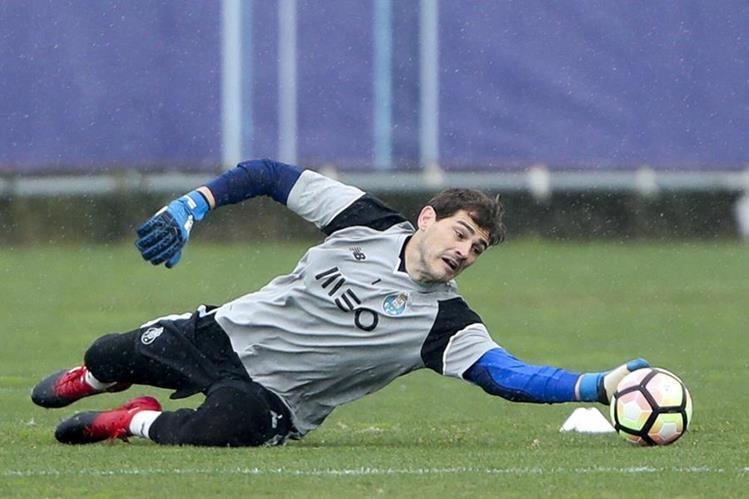 El experimentado portero Iker Casillas completará este viernes su 70 partido con el Oporto. (Foto Prensa Libre).
