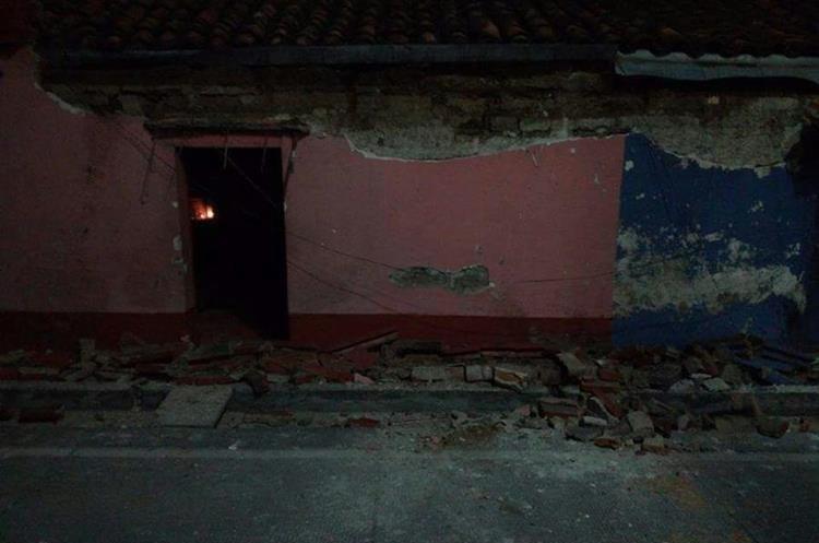En Chiantla, Huehuetenango, varias viviendas reportan daños en sus fachadas.