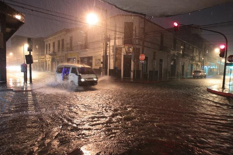 Incremento de lluvias afecta a guatemaltecos y alerta a autoridades de Conred. (Foto HemerotecaPL)
