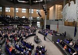La iniciativa fue apoyada, a tres meses de las elecciones generales, por 393 diputados y recibió 226 votos en contra y cuatro abstenciones. Foto Prensa Libre: EFE.