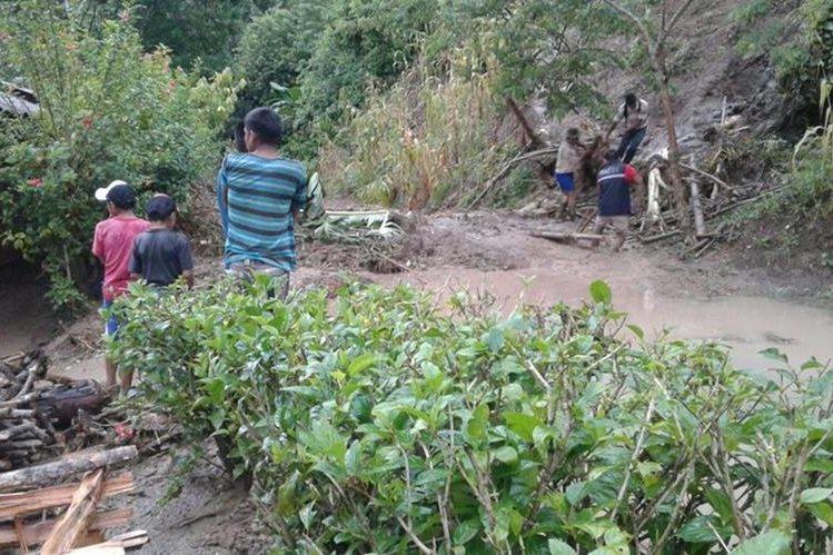 Niña muere por colapso de pared a causa de lluvias en Guatemala