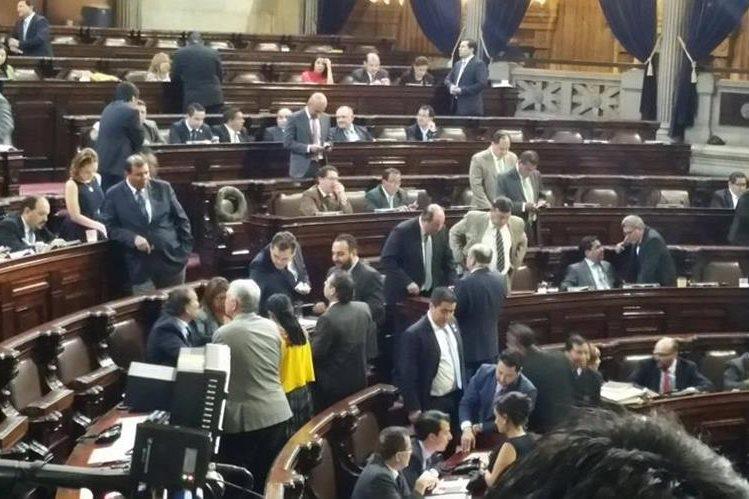 En el Congreso, 106 diputados votaron para aprobar la repartición de las Comisiones de Trabajo. (Foto Prensa Libre: Jessica Gramajo)