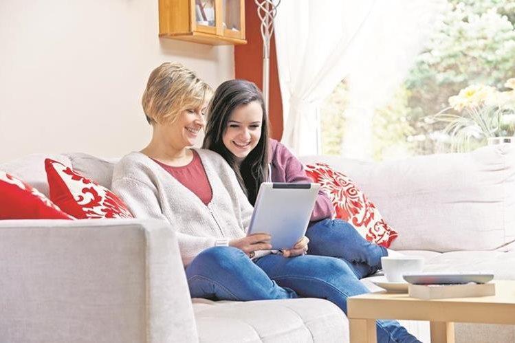 La tecnología permite que los padres utilicen otros canales para comunicarse con sus hijos. (Foto Prensa Libre: Hemeroteca PL)