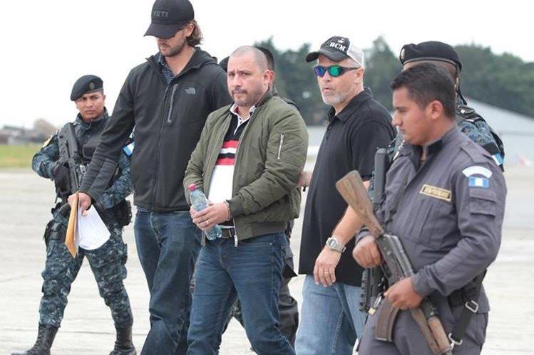 Marlon Francesco Monroy Meoño durante su extradición en noviembre del año pasado. (Foto Prensa Libre: Hemeroteca PL)
