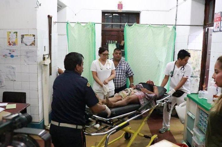 Las hermanas fueron trasladadas al Hospital Nacional de Mazatenango. (Foto Prensa Libre: Cristian Icó)
