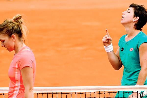 La rival de la española, derecha, será una tenista rusa. (Foto Prensa Libre: AFP)