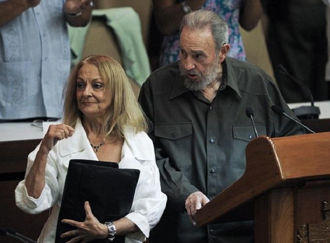Tuvo que pasar 40 años para que Fidel Castro saliera en público con su esposa Dalia Soto del Valle.