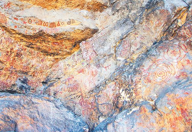 Detalle de las pinturas policromadas de El Encanto, Huehuetenango.  (Foto: Hemeroteca PL)