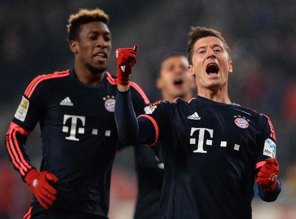 Bayern Múnich vuelve a ganar y ahora con dos goles del Lewandowski. (Foto Prensa Libre: AFP)