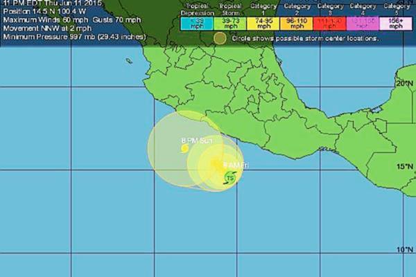 Trayectoria de Carlos en la cual se prevé que impacte en las costas mexicanas entre domingo y lunes en la madrugada. (Foto: Twitter).