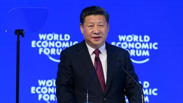 El presidente chino Xi Jinping, hablando en la cumbre de Davos, defendió la globalización. GETTY IMAGES