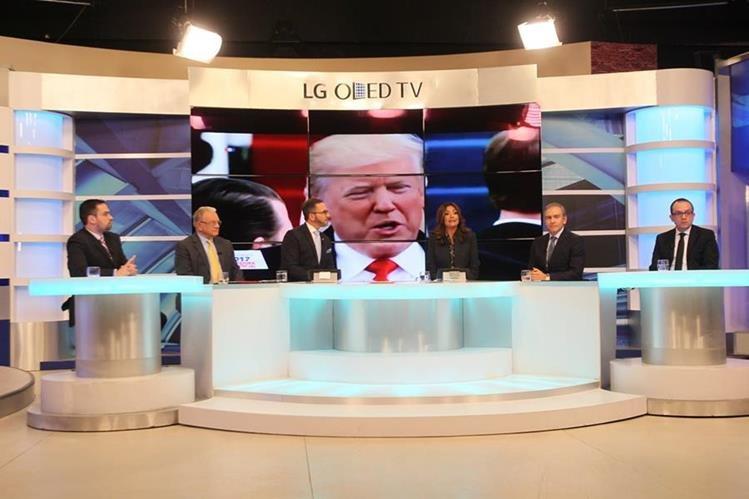 Los expertos invitados al foro de análisis al primer discurso de Donald Trump discuten las perspectivas políticas.(Foto Prensa Libre:Érick Ávila)