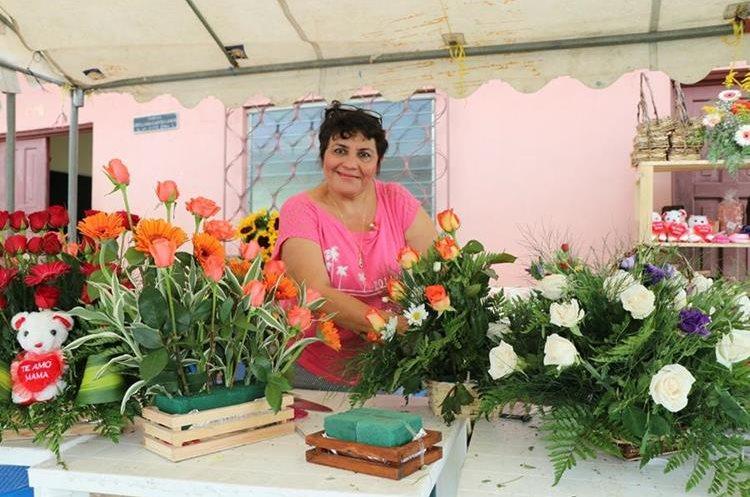María Orellana Castellanos es reconocida por sus arreglos florales.(Prensa Libre:Rigoberto Escobar)