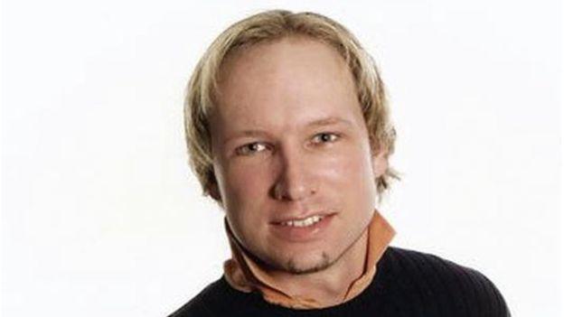 """El noruego Anders Breivik, que cumple una sentencia de 21 años por el asesinato de 77 jóvenes en 2011, ha intercambiado cientos de cartas con una mujer conocida como """"Victoria"""" que dice estar enamorada de él. (Foto, AFP/Getty Images)"""