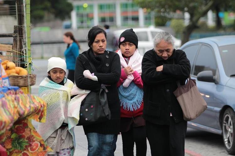 La recomendación ante el frío es abrigarse para evitar enfermedades respiratorias. (Foto Prensa Libre: Hemeroteca PL)