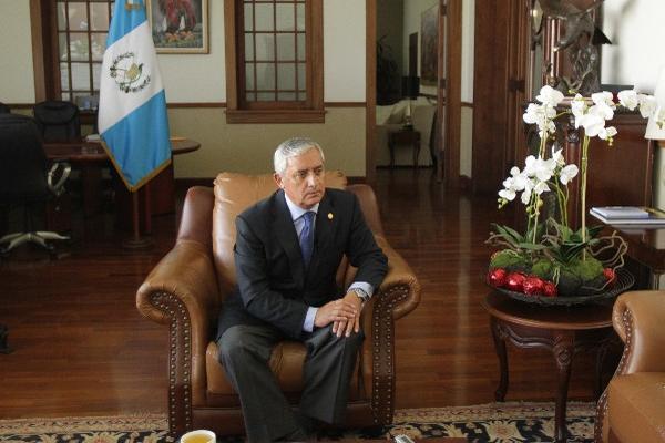 PÉREZ MOLINA atendió a editores y reporteros de Prensa Libre en la sala que se encuentra frente a su despacho principal en la Casa Presidencial.