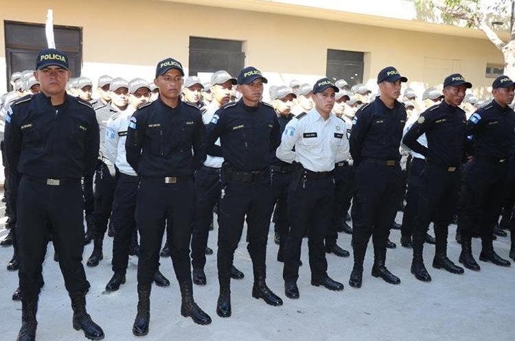 Un grupo de 105 policías reforzará la seguridad en el departamento. (Foto Prensa Libre: Mario Morales)