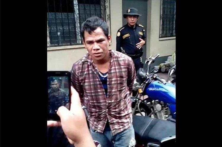 Gustavo Hernández cuando fue detenido en el 2017 por muerte de la abogada Ana Figueroa. (Foto Prensa Libre: Hemeroteca PL).