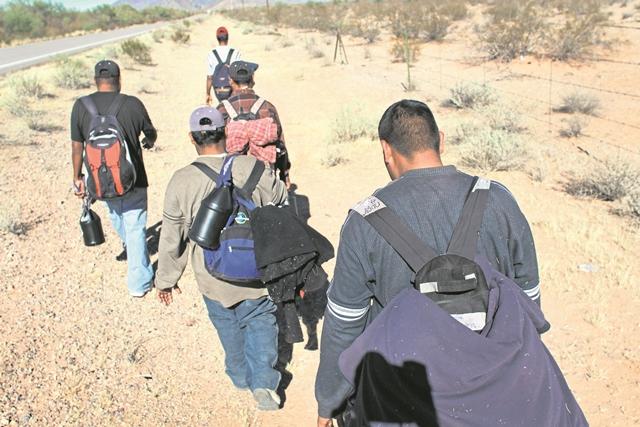 El plan busca mejorar la calidad de vida de los ciudadanos del Triángulo Norte y así evitar la migración. (Foto Prensa Libre: AFP)