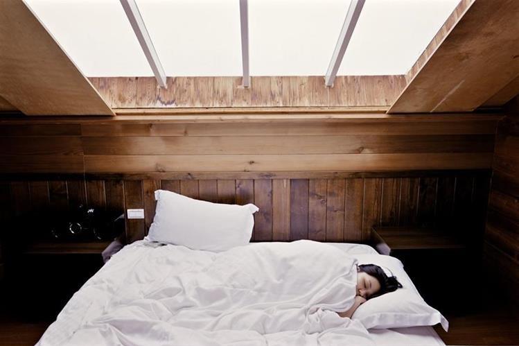 Son varios los elementos a tomar en cuenta antes de irse a dormir (Foto Prensa Libre: Pexels).