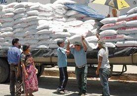 Para este año, el Gobierno entregó un cupón anual por Q200 para comprar insumos agrícolas.
