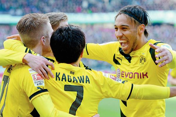 El Dortmund recuperó la sonrisa tras una parte sombría en la Bundesliga. (Foto Prensa Libre:EFE)