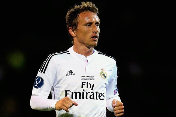 El croata Luka Modric tuvo una temporada pasada muy buena hasta que la lesión llegó. (Foto Prensa Libre:Hemeroteca)