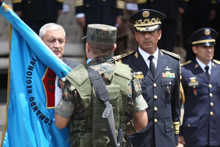 El presidente Otto Pérez Molina durante los actos en el Día del Ejército, en los actos llevados a cabo en la brigada militar Mariscal Zavala Foto Prensa Libre: Esbin García