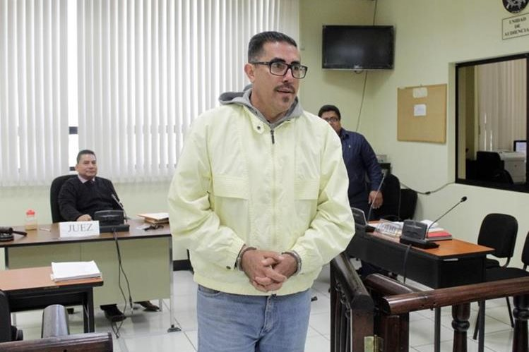 Marlon Morales, 47 años, contador de la municipalidad de Quetzaltenango, fue capturado este viernes, por violencia física contra la mujer.(Foto Prensa Libre: María Longo)