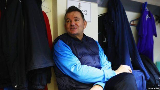 El entrenador, Paul Doswell, pidió un préstamo personal para pagar por la instalación de un nuevo campo de juego. (Getty Images)