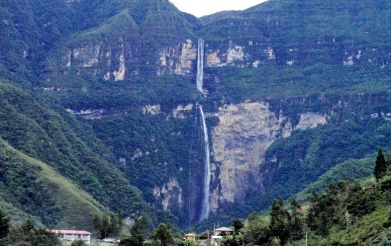 """La catarata Gocta de Amazonas, tiene una altura total de 771 metros y es considerada una de las más """"alucinantes"""" del planeta. (Foto tomada del sitio: www.canaln.pe)."""