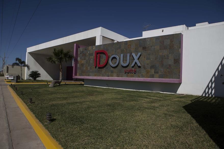 Motel de la ciudad de Los Mochis, en Sinaloa, donde militares llevaron a Guzmán tras su captura. (AP)