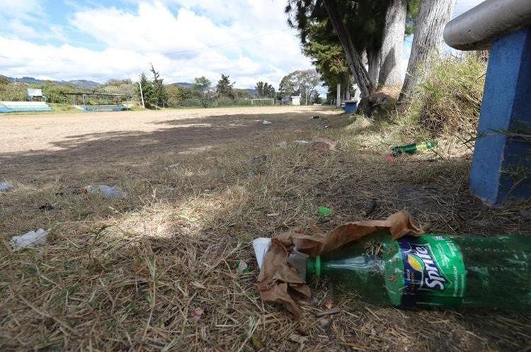 Campo de futbol en la colina San José Las Rosas sector 2, zona 6 de Mixco, necesita atención de las autoridades municipales. (Foto Prensa Libre: Estuardo Paredes)