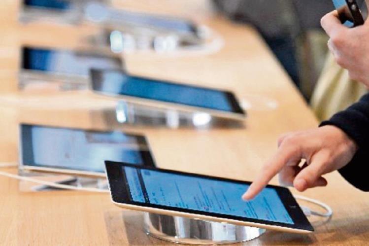 Cada vez hay más latinoamericanos que adquieren teléfonos inteligentes como herramientas de trabajo, de entretenimiento y para hacer negocios, entre otros.