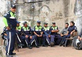 Agentes de la Policía Municipal de Tránsito participaron en el paro. (Foto Prensa Libre: Julio Sicán)