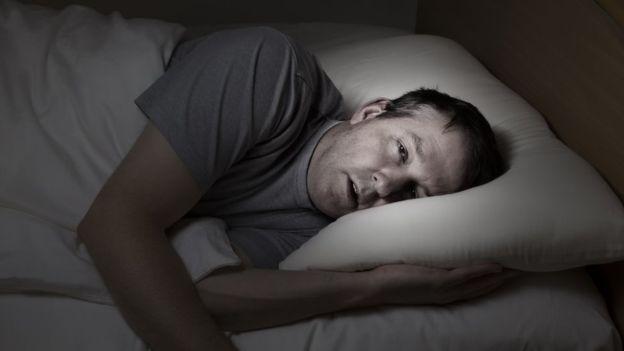 Si no puedes dormir, no te quedes más de 15 minutos en la cama. (GETTY IMAGES)