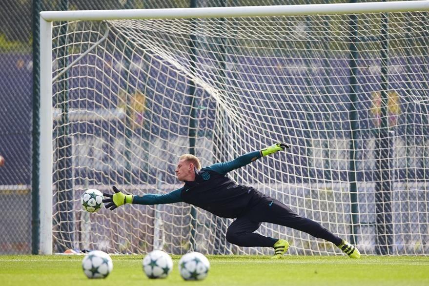 Todo apuntaría para que el alemán Ter Stegen sea titular en el duelo de este martes. (Foto Prensa Libre: EFE)