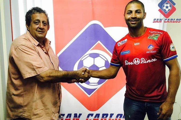 Álvaro Saborío llega a la Asociación Deportiva San Carlos para el torneo 2017-2018 de la Liga de Ascenso. (Foto Prensa Libre: Tomado del Facebook de San Carlos)