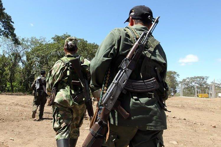 Guerrillero de las Farc se movilizan en Pondores, departamento de La Guajira,Colombia. (EFE).